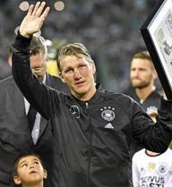 Schweinsteiger BẬT KHÓC trong trận đấu cuối cùng với ĐT Đức