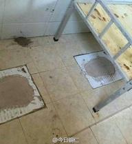 Biến toilet thành phòng ngủ cho học sinh, trường học vấp phải phản ứng gay gắt từ dư luận