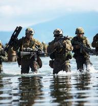 """Biển Đông: Được Duterte cho cơ hội vàng, một """"cú huých tay"""" là đủ để TQ đánh bật Mỹ?"""