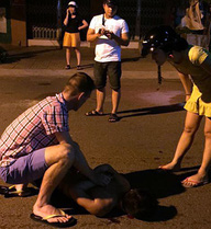 Nam thanh niên manh động cầm dao chém nhiều người trên phố