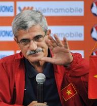 """Hỏng """"cửa"""" La Liga, HLV Calisto mang Việt Nam ra... chém"""