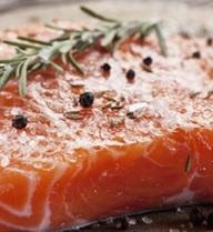 Hãy nghĩ cho thật kỹ trước khi định ăn cá hồi sống, bởi vì...