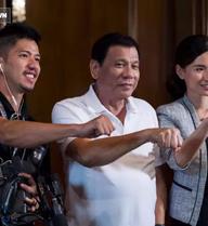 """Duterte: Đối đầu 3.000 máy bay PLA chỉ có """"nộp mạng"""", lần này sang TQ sẽ hỏi mua vũ khí"""