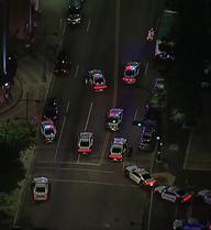 Súng nổ dữ dội tại hiện trường cảnh sát Mỹ bị bắn