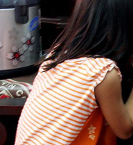 Nữ sinh quay lại cảnh hiệu trưởng dâm ô với học sinh