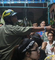 """Để vào đám tang Minh Thuận, đua nhau đọc """"mật khẩu"""": """"Tôi đi ăn cháo vịt"""""""