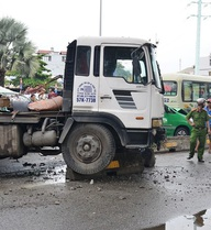 Tai nạn liên hoàn, xe container lùa nhiều phương tiện đang dừng đèn đỏ trên đường