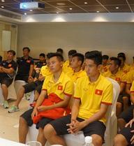 U19 Việt Nam góp tiền ủng hộ miền Trung ruột thịt