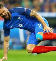"""CLIP: """"Thần gỗ"""" Giroud """"hiện nguyên hình"""" trước ĐT Đức"""