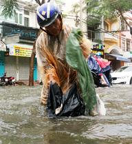 Chủ tịch TP.HCM chỉ đạo chống ngập khẩn cấp sau trận mưa lớn nhất từ năm 1975