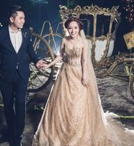 Bạn gái cũ Khánh Phương bất ngờ lấy chồng kém hai tuổi sau 4 tháng tìm hiểu