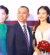 """Cận cảnh hôn lễ cực kỳ đặc biệt của Chí Anh và vợ """"hot girl"""""""