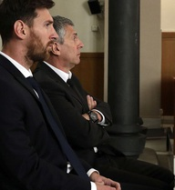 'Tại sao không có quan chức Barca nào sát cánh cùng Messi ở tòa?'