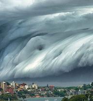 """""""Mây sóng thần"""": Điềm báo tai họa khủng khiếp cho con người?"""