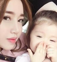 Không cần bàn cãi, đây chính là hai bà mẹ tuyệt vời của showbiz Việt