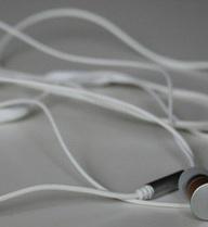 Nghiên cứu của các nhà khoa học đã tìm ra lý do vì sao dây tai nghe của chúng ta cứ hay bị rối