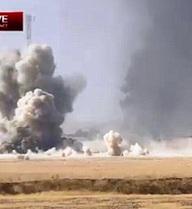 Xe bom IS liều chết đâm xe tăng Iraq, nổ lớn ngút trời
