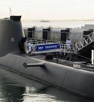Tàu ngầm Bồ Đào Nha mắc lưới tàu cá Pháp