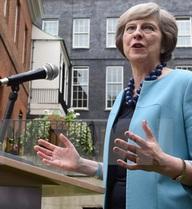 """Bà Theresa May """"xới"""" lại thảo luận về vũ khí hạt nhân Trident"""