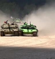 Xe tăng Trung Quốc đâm sầm vào đối thủ tại ARMY 2016