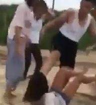 Nhóm nữ sinh cấp 2 Hải Phòng lôi bạn ra đường đánh như côn đồ