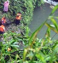 Tìm thấy thi thể nam sinh ngã thác Đamb'ri trong hốc đá