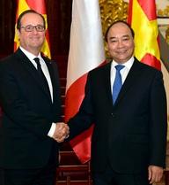 Món quà Thủ tướng Nguyễn Xuân Phúc tặng Tổng thống Pháp có gì đặc biệt?