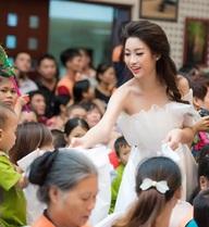 Hoa hậu Mỹ Linh, em nghĩ gì mà mặc thế đi từ thiện?