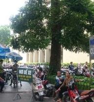 Tiếp tục trông xe trong Bệnh viện Bạch Mai