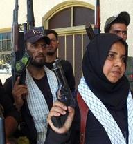 """Góa phụ Iraq khoe """"thành tích"""" chặt và nấu đầu, thiêu xác lính IS"""