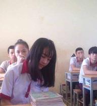 Ngày trở lại trường học của nữ sinh bị cưa chân