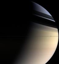 Tấm ảnh mới nhất của Vành Đai Sao Thổ cho thấy chúng bị bẻ cong bất thường, tại sao vậy?