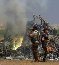 Thi thể nghi của phi công Nga bị kéo lê tại nơi máy bay rơi