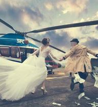 """Cặp đôi bị """"chửi banh nóc"""" vì ý tưởng rải tiền chụp ảnh cưới"""