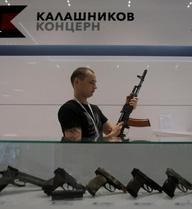 Sân bay Moscow mở cửa hàng bán AK-47