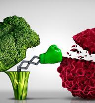 Đang ăn ít rau nhiều thịt, người Việt trẻ nên điều chỉnh thế nào để giảm nguy cơ ung thư tuổi trung niên?