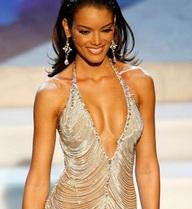 """Đây là chiếc đầm đẹp và """"độc"""" nhất lịch sử cuộc thi Hoa hậu Hoàn vũ"""