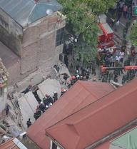 Sập nhà 4 tầng lúc rạng sáng: Do nhà hàng xóm sửa chữa, đào móng?