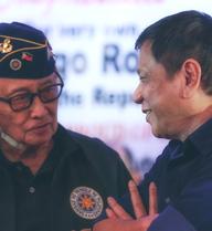 Lý do tế nhị khiến Philippines cử một cựu Tổng thống gần 90 tuổi tới TQ bàn về Biển Đông