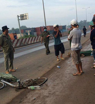 Xe khách của hãng Phương Trang bị đưa về trụ sở CA sau khi kéo lê 1 phụ nữ tử vong