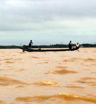 Chùm ảnh: Con đường về quê Đại tướng Võ Nguyên Giáp chìm sâu trong nước