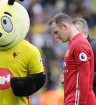 CLIP: Màn trình diễn siêu tệ hại của Rooney