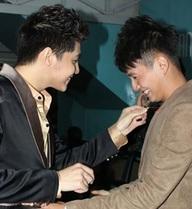 Hành động phì cười của Noo Phước Thịnh khi gặp trai đẹp Việt