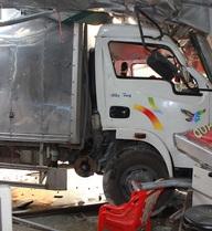 Hà Tĩnh: Tai nạn liên hoàn, xe hỏng, nhà sập