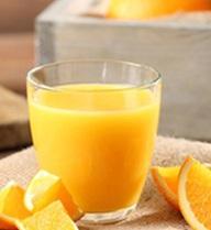 Cứ uống nước cam kiểu này thì họa sẽ tìm đến bạn sớm thôi