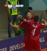 CLIP: Minh Trí lạnh lùng ghi bàn thắng thứ hai cho Việt Nam tại World Cup