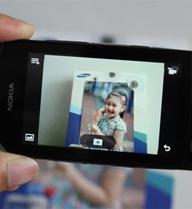 Mở hộp Nokia Asha 305 giá gần 1,9 triệu đồng ở Việt Nam