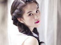 Nóng mắt ảnh người mẫu Quanh Dy mặc áo dài khoe vòng 1