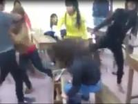 Clip nữ sinh bị bạn học đánh hội đồng dã man