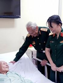 Chuyện cảm động ghi ở Bệnh viện Hữu nghị: 4 vị tướng cúi đầu bên giường một vị trung tá